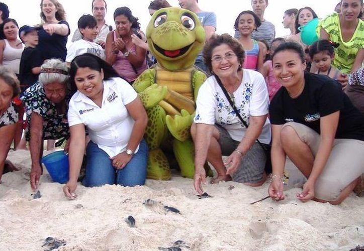 Durante la actividad, cinco mil  tortugas fueron liberadas. (Lanrry Parra/SIPSE)