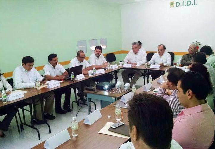 Diversos funcionarios participaron en la reunión que se realizó en las oficinas de la Dirección de Innovación y Desarrollo Institucional del SAF. (Milenio Novedades)