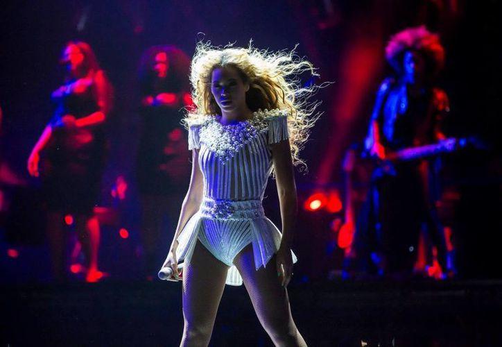 Beyoncé aceptó posar, con la condición de que las imágenes se publicaran sin retoque alguno. (Facebook oficial)