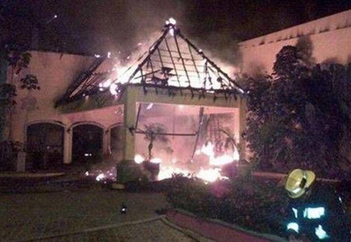 Protección Civil investiga las causas que originaron el incendio. (Foto de Olanoticias.com)