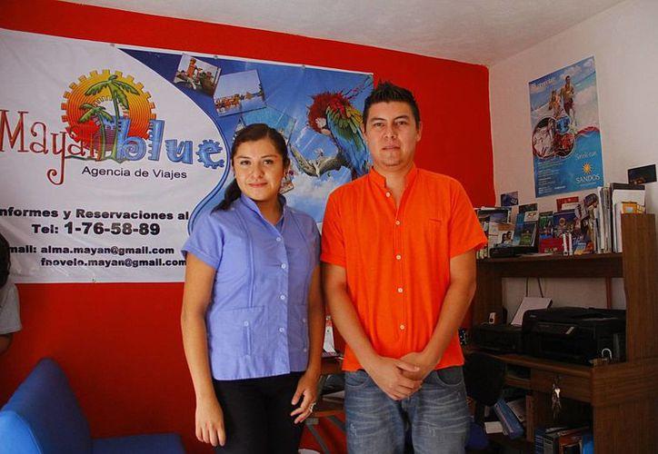 Alma Rosa Hernández Coral y Fernando Novelo Méndez planean abrir sucursales de su agencia de viajes. (Milenio Novedades)