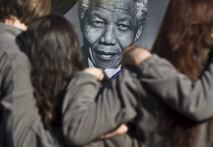 Mandela responde bien al tratamiento médico, asegura la Presidencia. (Agencias)