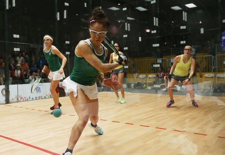 Paola Longoria y Samantha Salas lograron la medalla de oro en dobles de raquetbol al enfrentarse a las argentinas María Vargas y Vero Guillemette en los Juegos Panamericanos 2015.(Conade)
