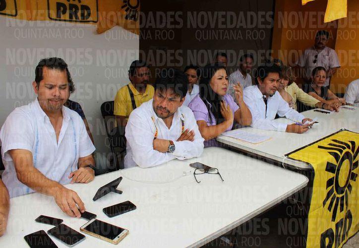 El grupo perredista que reconoce el triunfo de Laura Beristáin Navarrete. (Adrián Barreto/SIPSE)