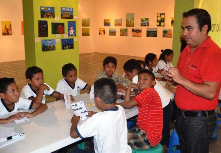 Durante el taller los participantes pudieron comprender la numerología y convertir números ordinarios a números mayas. (Redacción/SIPSE)