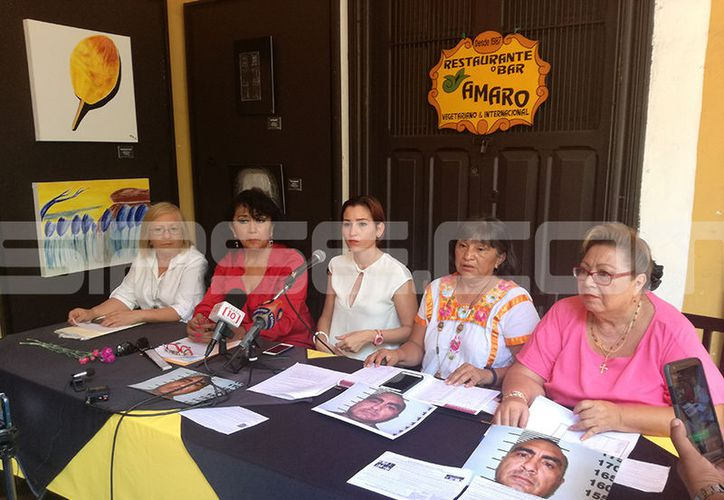 Michell Preciatt Navarrete (centro) acusó a su exesposo de maltrato psicológico. (Milenio Novedades)
