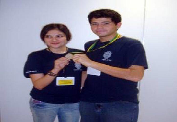 Rubí Pech y Luis Quijano. (Milenio Novedades)