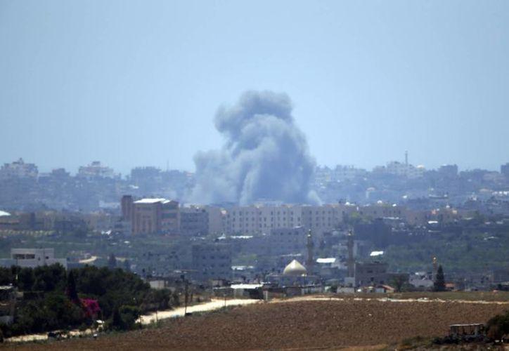 Panorámica de un ataque aéreo de Israel a la Franja de Gaza. (Foto:AP)