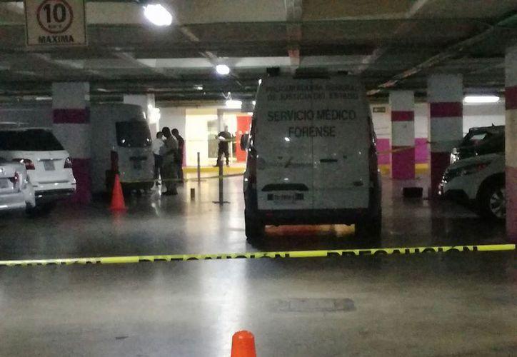 Elementos policíacos y de servicios de emergencia acudieron a atender el reporte. (Eric Galindo/SIPSE)