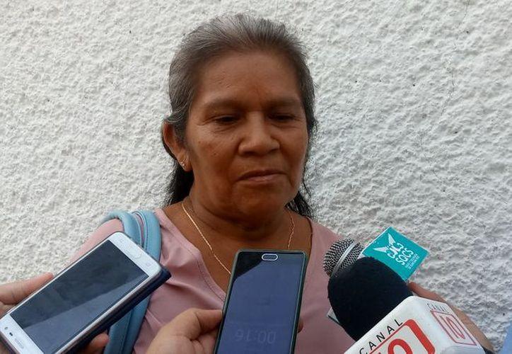 María Gómez Gómez denuncia que un primo del delegado le robó un pagaré. (Carlos Castillo/SIPSE)