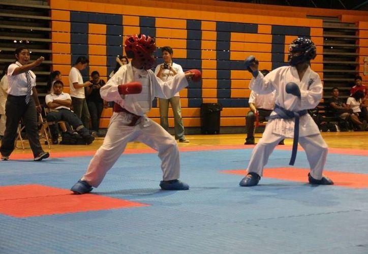 En total 43 karatecas representarán a Quintana Roo. (Raúl Caballero/SIPSE)