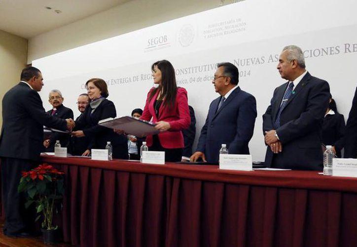 La subsecretaria de Población, Migración y Asuntos Religiosos de la Secretaría de Gobernación, Mercedes del Carmen Guillén Vicente, encabezó la ceremonia de Entrega de Registros Constitutivos a Nuevas Asociaciones Religiosas. (Notimex)