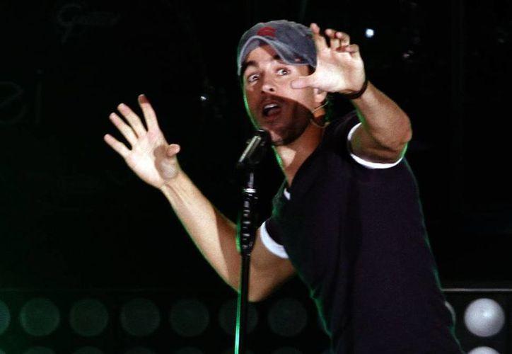 """Enrique Iglesias deleitará a sus fanáticas con temas de su más reciente álbum """"Sex and love"""", además de hacer algunos duetos con Pitbull. (Archivo Notimex)"""