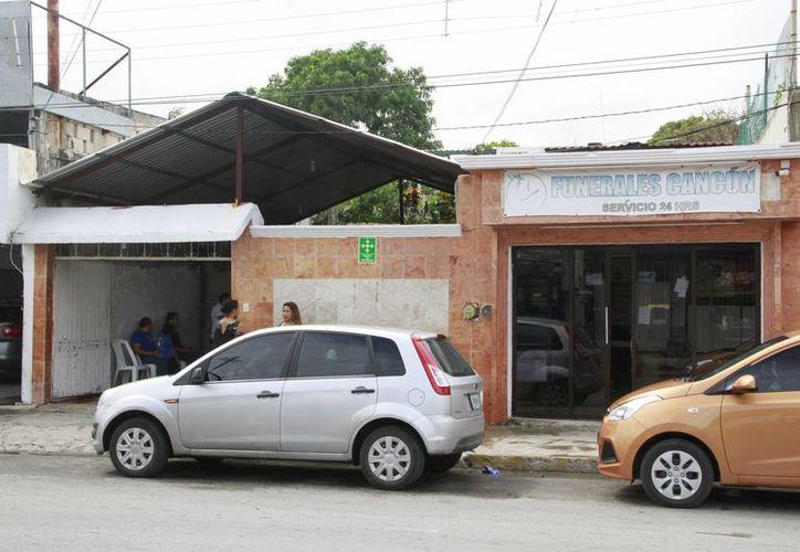 Las autoridades piden que compres los servicios de la funeraria. (Tomás Álvarez/SIPSE)