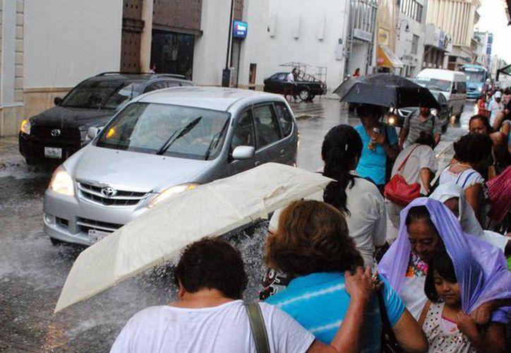 Según  el Centro Hidrometeorológico Regional de Mérida el fuerte calor de las últimas semanas se mantendrá, pero al menos a lo largo de esta semana estará acompañado por lluvias de moderadas a fuertes. (SIPSE)