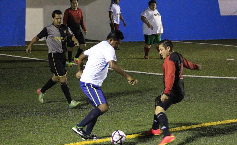 Deportivo Une terminó por conseguir su novena victoria al derrotar a la Generación Universitaria con marcador de 8-5. (Miguel Maldonado/SIPSE)