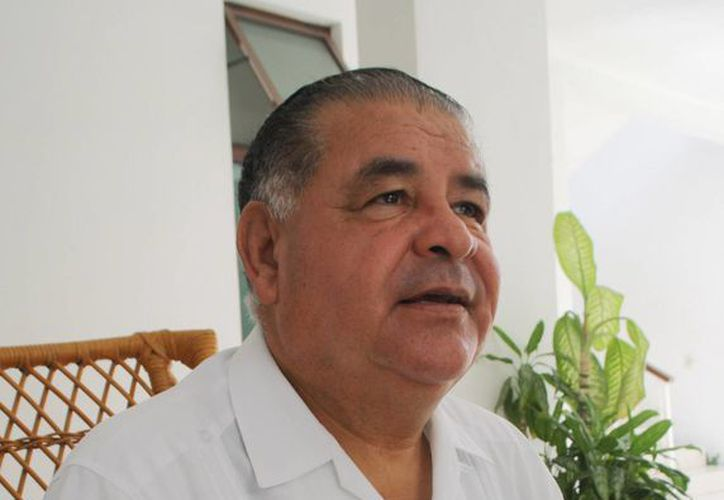El padre Fernando Rodríguez, presbítero titular de la parroquia de Nuestra Señora del Carmen. (Redacción/SIPSE)