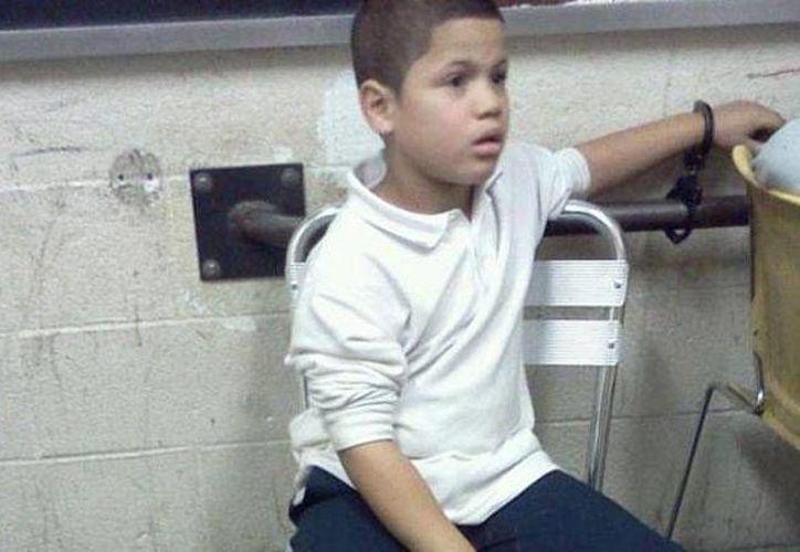 Wilson Reyes permaneció esposado durante el interrogatorio. (nydailynews.com)