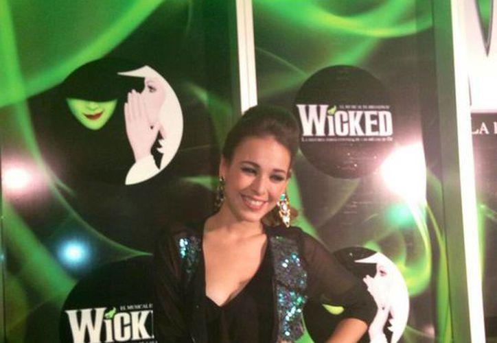 Danna Paola dijo que se siente orgullosa de poder participar en la obra musical. (twitter.com/dannapaola)