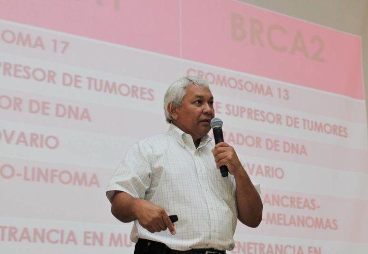 El Dr. Jorge A. Bastarrachea Ortiz durante su conferencia en el marco de las Jornadas Médicas de la Unimayab. (Foto cortesía)