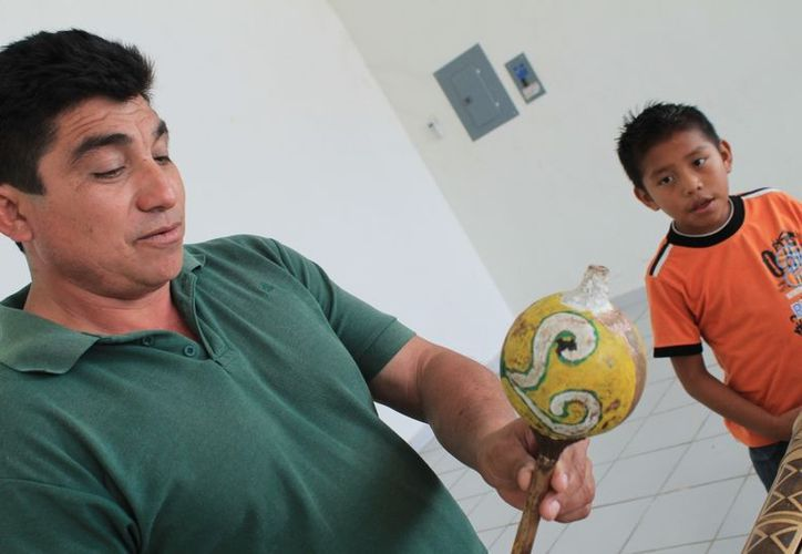 Para participar en el ritual, los niños practican dos horas diarias. (Juan Carlos Gómez/SIPSE)