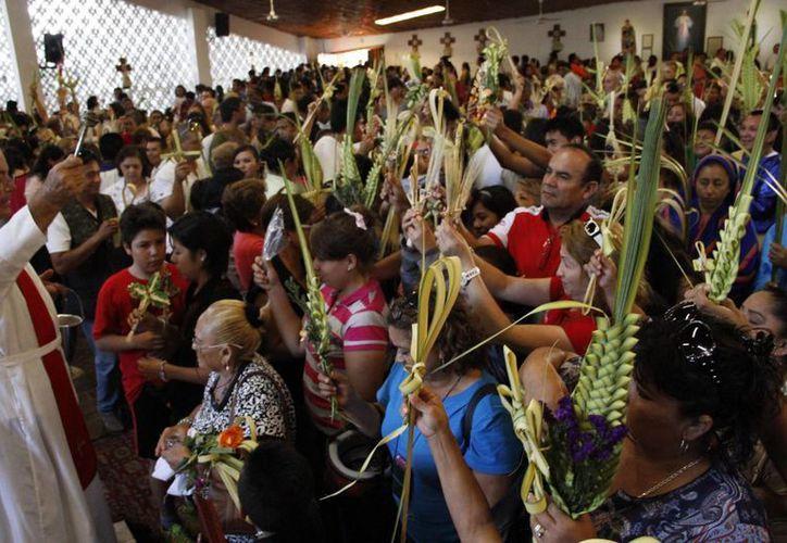 Esta celebración da inicio con la llegada de Jesús el domingo de ramos en las iglesias. (Tomás Álvarez/SIPSE)