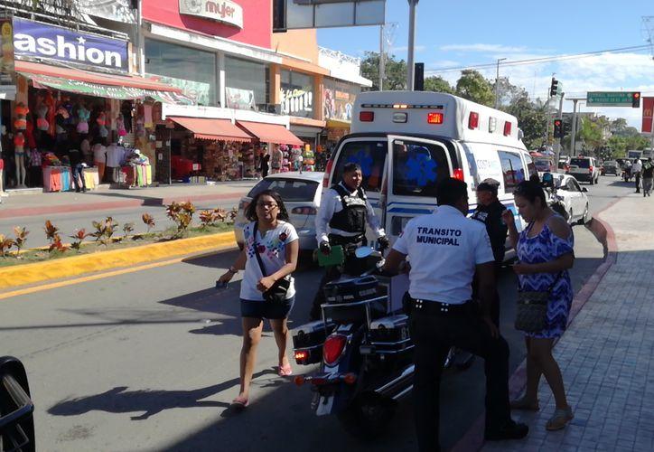 La mujer no respetó un paso peatonal de la colonia Centro y golpeó al menor. (Foto: Redacción)