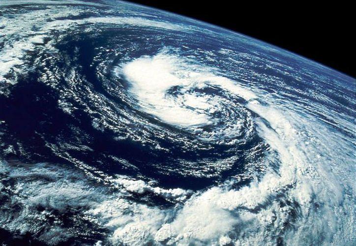 El incremento en la intensidad de los huracanes vulnera la seguridad de 25 por ciento de la población que vive en áreas susceptibles de inundaciones o deslaves. (Internet)