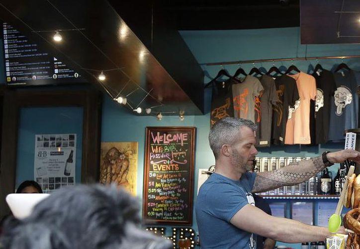 Los ingredientes que le dan a la cerveza su sabor a marihuana. (AP)