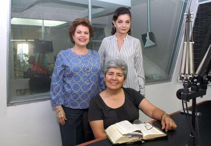 Alis García y Mariliz Escalante tuvieron como invitada a la misionera consagrada en el Espíritu Santo, Isabel Margarita Rojas Leiva. (Jorge Acosta/Milenio Novedades)
