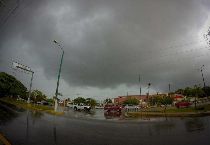 El paso de 'Earl' ha dejado serios daños en Belice y Guatemala, así como intensas lluvias en el estado mexicano de Quintana Roo. (Notimex)