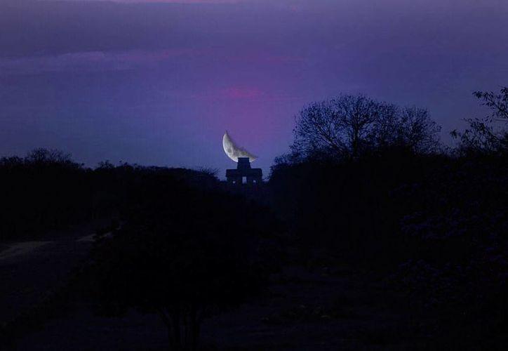En Yucatán, el equinoccio fue ser observado en la zona arqueológica de Dzibilchaltun, al norte de Mérida. (Fotocomposición/SIPSE)