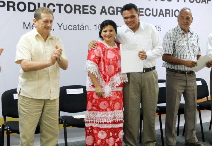 El jefe del Ejecutivo estatal presidió el acto para la entrega de créditos a los agricultores. (Milenio Novedades)