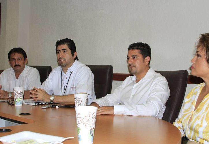 En conferencia el juez de control, Eduardo del Valle García, explicó en qué consiste la medida cautelar. (Ángel Castilla/SIPSE)