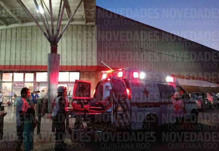 Paramédicos de la Cruz Roja acudieron para atender a las personas que sufrieron crisis nerviosa. (Eric Galindo/SIPSE)