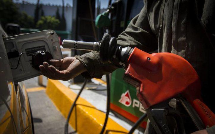 Afirman que adelantar la liberalización de precios de los combustibles fomentará una mayor competencia e inversiones en el mercado energético. (Archivo/Notimex)