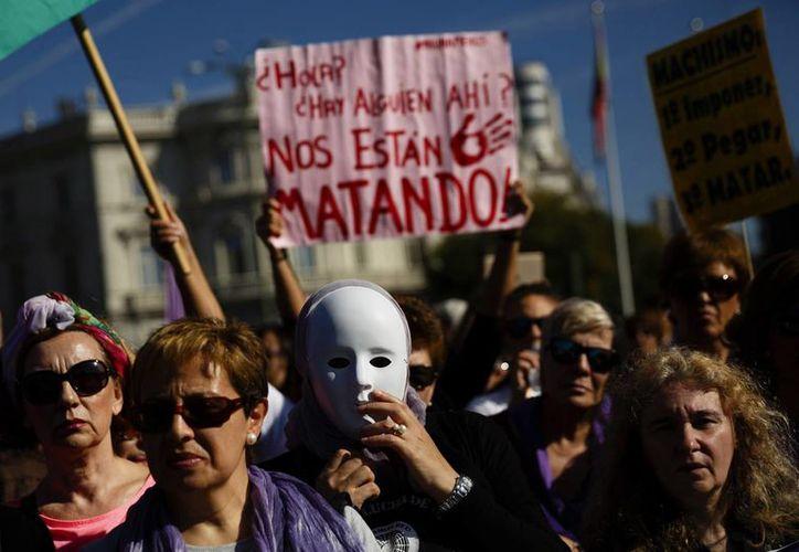 Aspecto de la multitudinaria marcha del movimiento feminista a la que se sumaron todos los grandes partidos, sindicatos y distintos colectivos sociales. (AP)