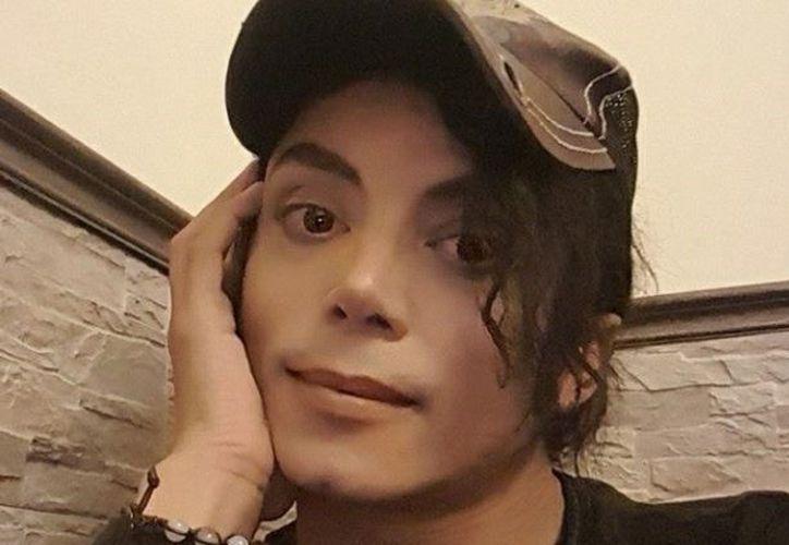 Los usuarios llenaron de comentarios destacando el parecido del joven con el 'Rey del pop'. (Foto: Twitter)