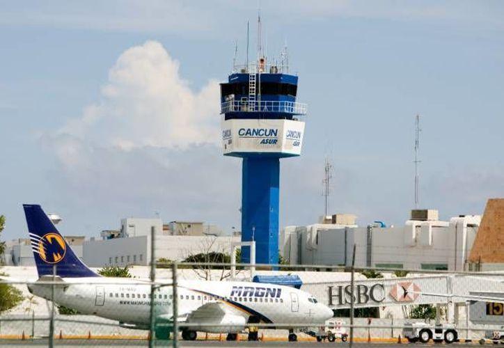 Han sustituido la iluminación del aeropuerto con un sistema más eficiente con tecnología led que permite un ahorro de hasta 90%. (Archivo/SIPSE)
