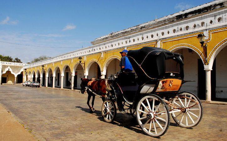 Izamal, pueblo mágico de Yucatán, es uno de los destinos que los turistas prefieren, en las vacaciones de Semana Santa. También los cenotes y las ex haciendas, son de los lugares más visitados. (SIPSE)