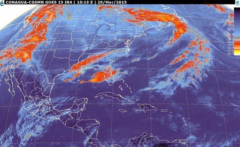 Soplarán vientos del este y sureste de 20 a 40 km/h con rachas y oleaje de 1 m de altura. (smn.cna.gob.mx)