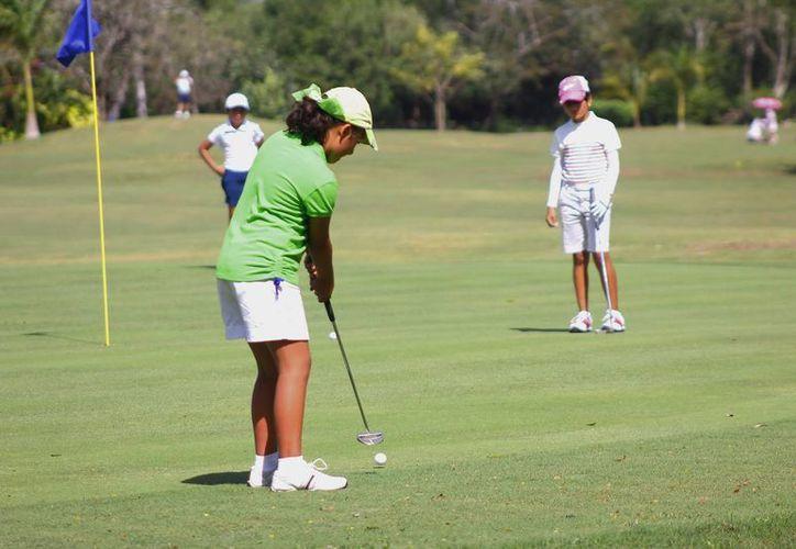 Exponentes de la rama femenil, ayer en el Yucatán Country Club. (Juan Albornoz/SIPSE)