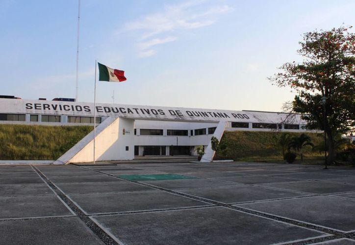La SEyC no respondió al señalamiento hecho por el sindicato de maestros, sobre un boquete financiero de más de $200 millones. (Ángel Castilla/SIPSE)