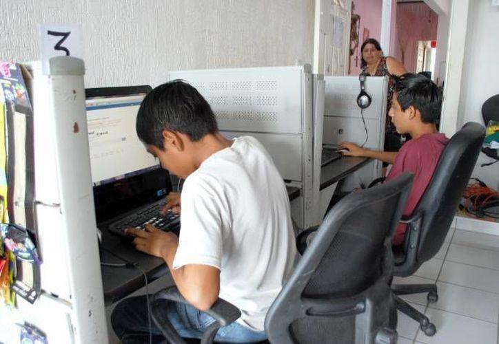 Un estudio de la Amipci sobre los hábitos de los internautas en México en el 2013 indicó que en el país hay 45.1 millones usuarios de internet, de los cuales el 43 por ciento tienen entre 12 y 24 años. (Archivo/SIPSE)