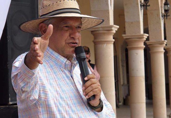 Andrés Manuel López Obrador dijo que él y su movimiento no son un peligro para México. (facebook.com/lopezobrador.org.mx)