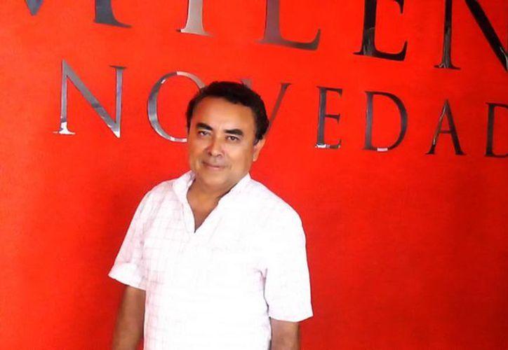 Fotografía del cantante Felipe de Cruz en su visita a las oficinas de MILENIO NOVEDADES. (Milenio Novedades)