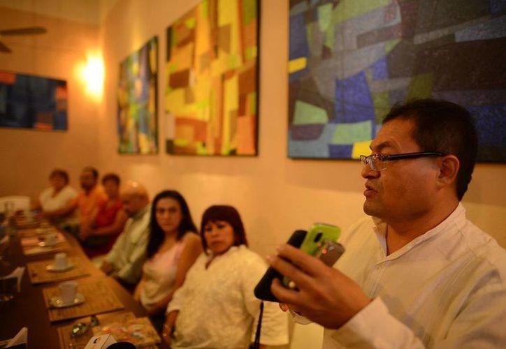 """El músico yucateco José Luis Chan Sabido, quien ayudó a dar forma al  I Festival Internacional de Música y Danza Tradicional """"El mundo en un Pueblo Maya"""", no intervendrá en él porque ahora se dedicará a dirigir la Orquesta Sinfónica de Campeche. (SIPSE)"""