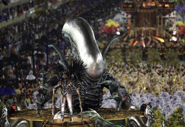 Desfile de la escuela de Samba Unidos da Tijuca en Río de Janeiro. El carnaval brasileño se celebra en todas las ciudades del país desde el pasado viernes y concluye al medio día de este miércoles. Foto de contexto, solo para fines ilustrativos. (EFE)