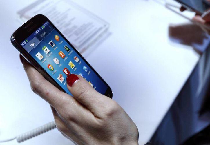 Samsung registró un incremento de casi 50% en sus ingresos. (Archivo/Agencias)