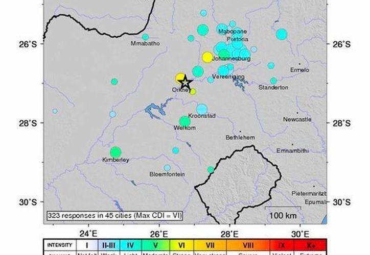 Mapa del Servicio Geológico de Estados Unidos que muestra los puntos en donde se sintió el temblor que sacudió Sudáfrica; el saldo preliminar es de un muert. (Efe)